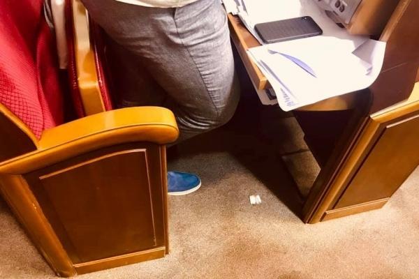 «Перша зарплата»: з'явилося нове провокаційне фото з Ради
