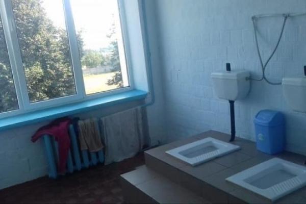 У Бучацькій школі учні можуть скористатися туалетом тільки під час уроків, або ходять до туалету іншого навчального закладу