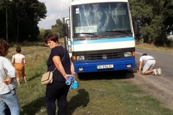 На Тернопільщині у рейсового автобуса відвалився бак