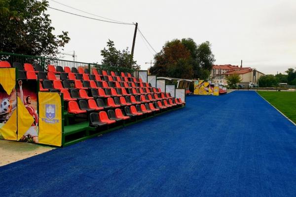 Оновлений газон та трибуни: у Тернополі завершили реконструкція футбольного поля
