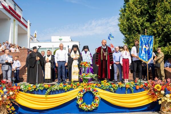 Архієпископ Нестор взяв участь у святкуванні Дня знань у ТНЕУ