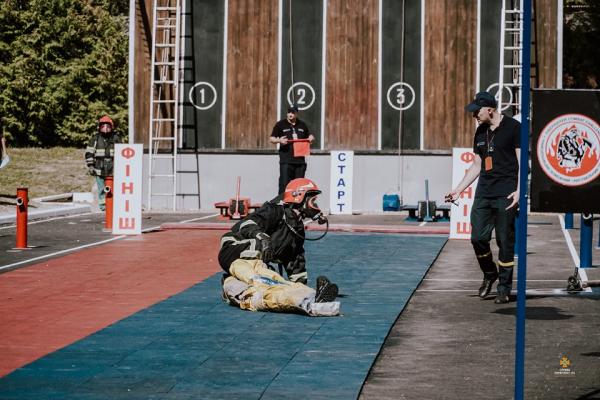 «Найсильніший рятувальник»: у Тернополі розпочались змагання пожежників
