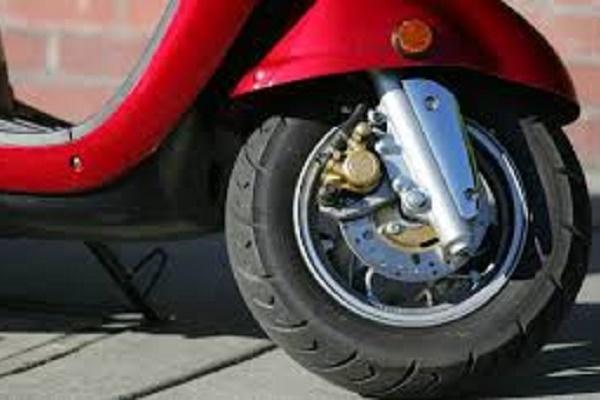 В Бучачі злодій вкрав скутер з-під носа продавця