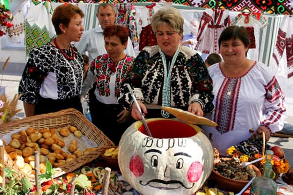 8 вересня Борщів запрошує на Всеукраїнський фольклорно-мистецький фестиваль «Борщівська вишиванка» та гастрономічний – «Борщ'їв-2019»