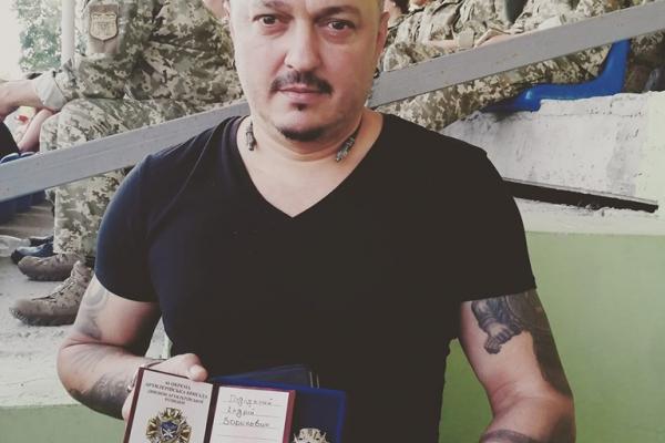 Композитор і співак Андрій Підлужний отримав відзнаку розвідника