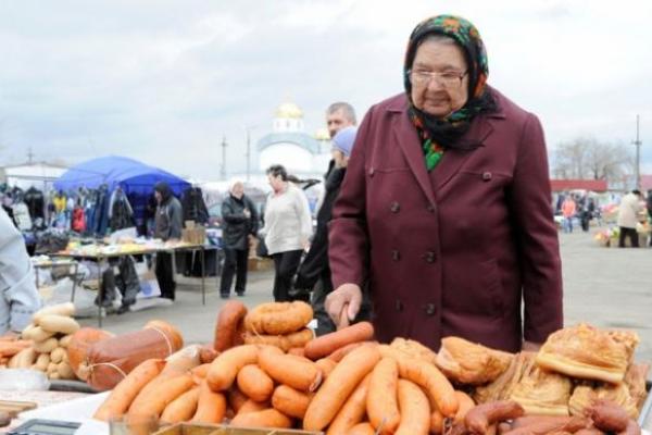 «Епоха бідності» завершена: Рада постановила, що й бабусі на базарі торгуватимуть лише з касовими апаратами