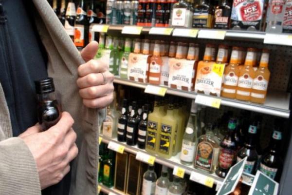Раніше судимий виніс з магазину пляшку дорогого віскі