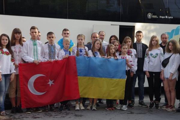 Як довго триватиме поїздка дітей з Тернопільщини у далеке місто Чанаккале (Туреччина)?