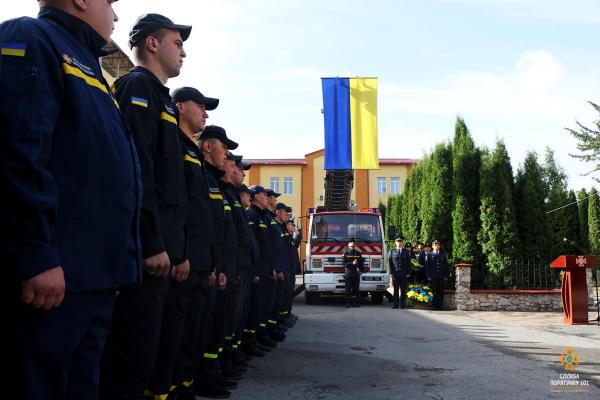 «Працюєте, аби допомогти людям»: у Тернополі рятувальники відзначають професійне свято