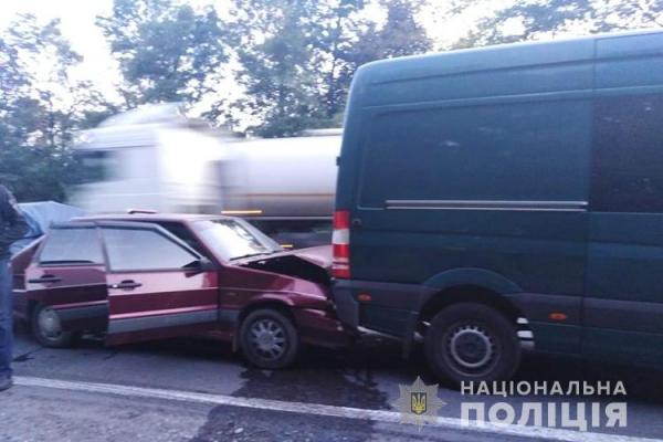 «Ланцюг ДТП»: на Тернопільщині львів'янка врізалася в авто