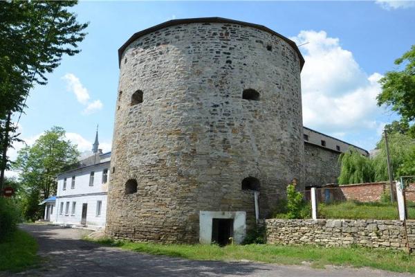 Буданівський замок – антитатарська опора Тернопільщини та центр «пивної кераміки»