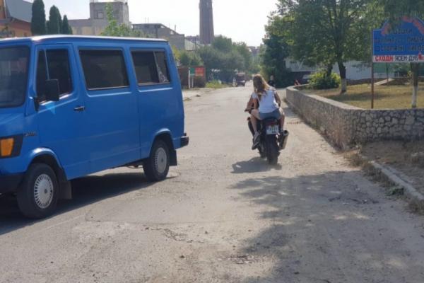 На Тернопільщині розшукують мотоцикліста, який врізався в «Ауді» і втік (Відео)