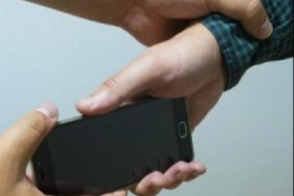 У Підгайцях у 16-річного хлопця невідомий відібрав телефон