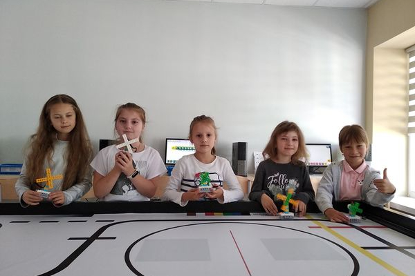 У гуртку робототехніки самі дівчат - перша зібрана конструкція вентилятор (Фото)