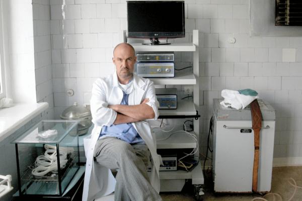 За книжками хірурга із Козови «полюють» любителі детективів з усієї країни (Фото)