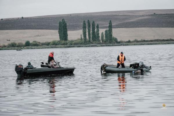На Тернопільщині перекинувся човен з людьми. Є жертви (Фото)