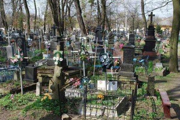На Копичинецькому кладовищі вночі відбуваються містичні речі