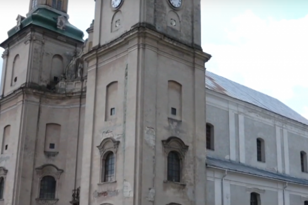 «Храм на чортовому болоті»: історія костелу на Тернопільщині, який будували польські князі (Відео)
