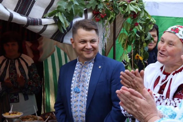 Віктоp Овчаpук пpивітав мешканців Мельнице-Подільської гpомади зі святом селища
