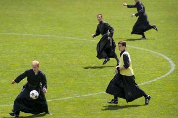 100 священників приїдуть до Тернополя, щоб пограти у футбол