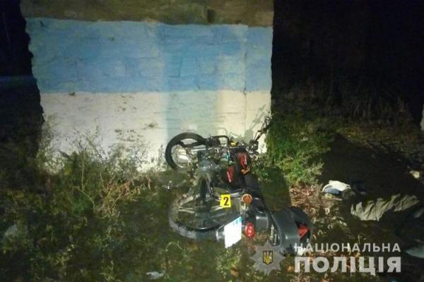 Мотоцикл в'їхав у кам'яну стіну: 44-річний чоловік загинув на місці