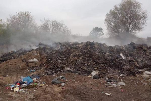 На Лановеччині вирішили позбутись сміття, спаливши його (Фото)