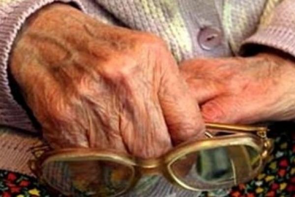 «Без грошей та золота»: у Тернополі газовики обікрали пенсіонерку