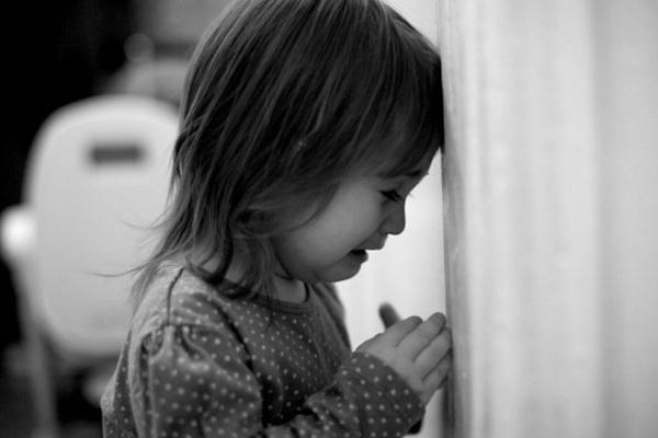 Сумна історія: дівчинка з Тернопільщини, з якої знущалася мама, повернулася додому