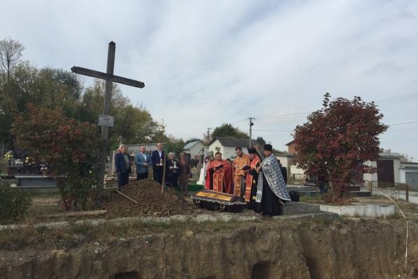 У місті на Тернопільщині перепоховали останки із могил