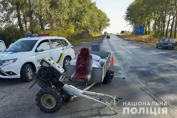 На Тернопільщині водій на мотоблоці з причепом потрапив у ДТП (Фото)