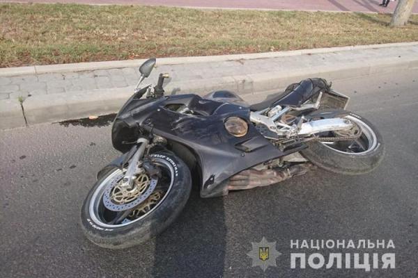 Мотоцикліст, пасажир якого загинув у ДТП на дамбі у Тернополі, рухався на шаленій швидкості