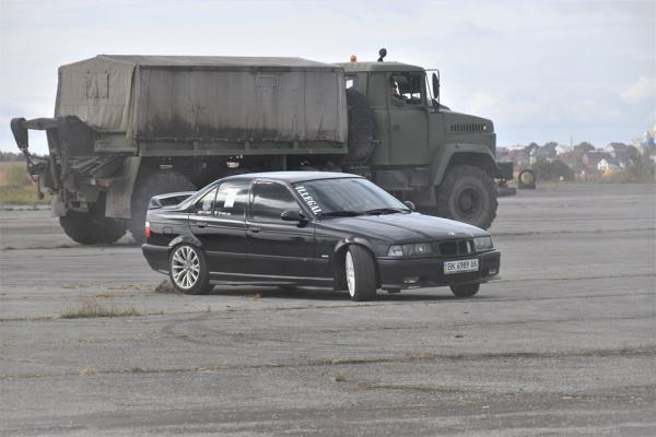 «Швидкісні перегони для військових»: у Тернополі відбулися автомобільні змагання