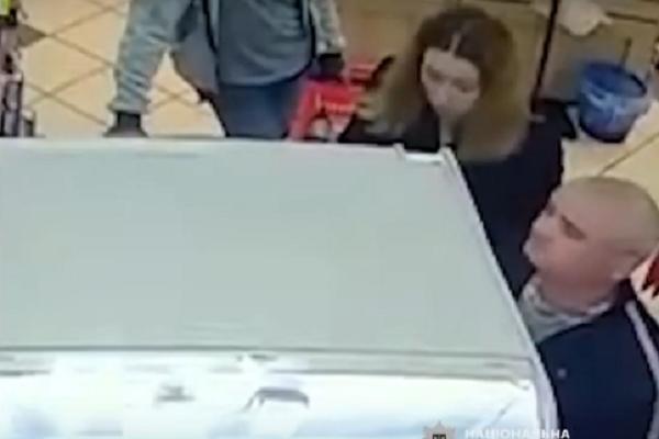 У Тернополі чоловік і жінка обікрали магазин «Рукавичка» (Відео)