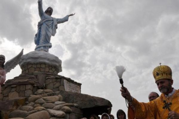 На Тернопільщині освятили Хресну дорогу – справжній витвір фундаментального мистецтва