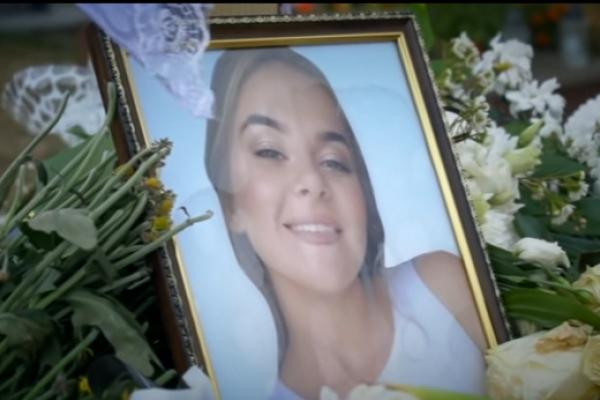 Померла на руках у батьків: На Тернопільщині навіжений кавалер зарізав 18-річну красуню (Відео)