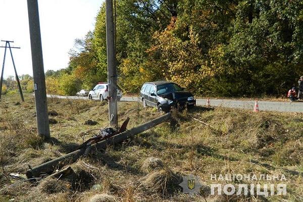 У Козовій авто врізалось в електроопору