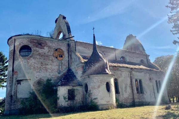 На Тернопільщині рятують один з найбільших костелів (Фото)