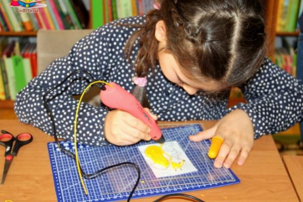 У Тернопільській дитячій бібліотеці для малят проводять 3D майстер-класи