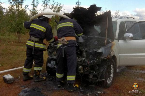 У Підволочиському районі спалахнув автомобіль