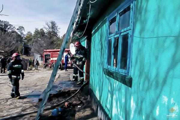 На Тернопільщині з полум'я витягли трьох дітей