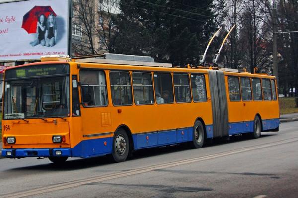 У Тернополі змінили маршрути автобусів  та  тролейбусів