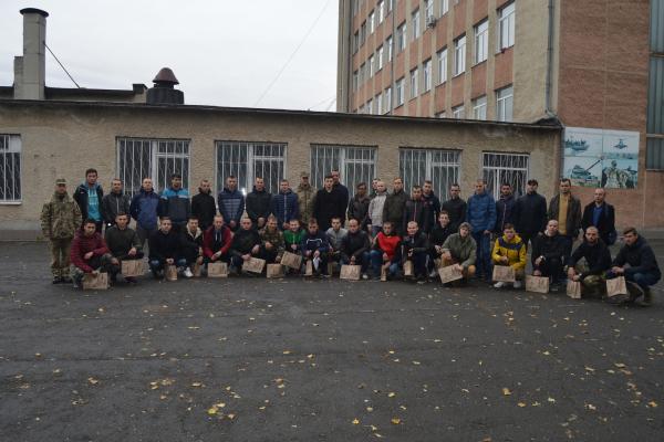 На Тернопільщині урочисто провели до армії юнаків