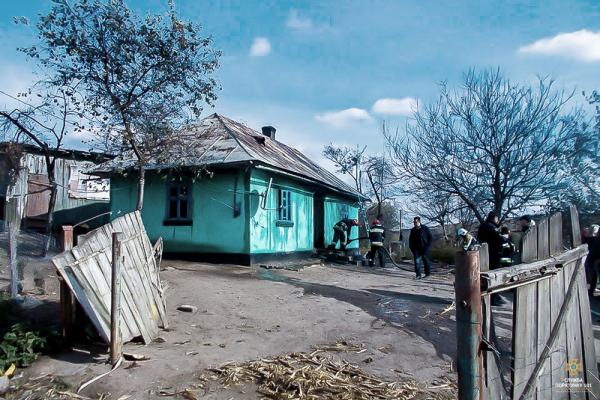 У Борщіському районі під час пожежі місцева жителька врятувала трьох дітей