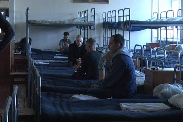 Впіймали чи запросили: Призовники розповіли, як вони потрапили у збірний пункт військкомату