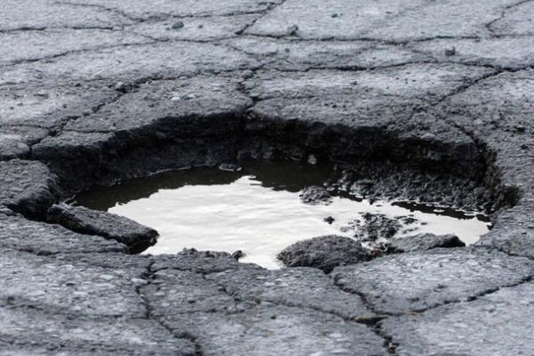 Тернополяни просять відремонтувати дороги на одній з вулиць міста
