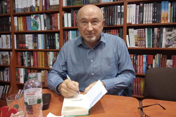 «Віагра для мера» та «Дерева на дахах»: Олександр Вільчинський презентував свої перевидані книги