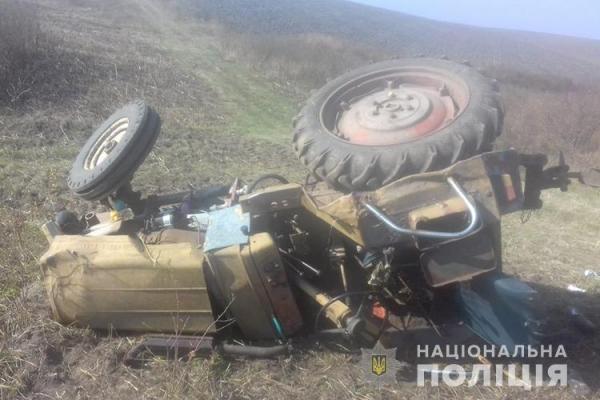 У Лановецькому районі перекинувся трактор