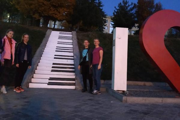У Тернополі оновили сходи в парку і намалювали клавіші піаніно