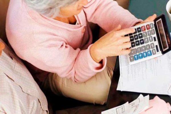 Українцям тричі підвищать пенсії: коли чекати та кому пощастить