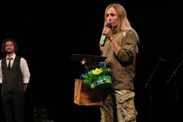 «Перед тим, як підписувати перемир'я з агресором – десять разів подумайте», — доброволиця з Тернопільщини Марія Двадцята